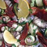 getrocknete Tomaten, Zucchini mit Thunfisch